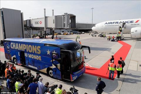 ĐT Pháp được chào đón như nguyên thủ trong ngày trở về hình ảnh 2
