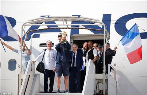 ĐT Pháp được chào đón như nguyên thủ trong ngày trở về hình ảnh 3