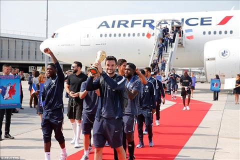 ĐT Pháp được chào đón như nguyên thủ trong ngày trở về hình ảnh 4