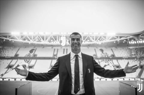 Cristiano Ronaldo rat khon kheo trong viec xay dung thuong hieu ban than.