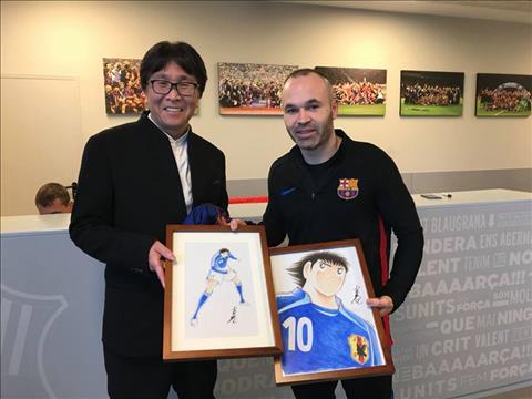 Tien ve Andres Iniesta cung la mot fan cung cua Tsubasa.