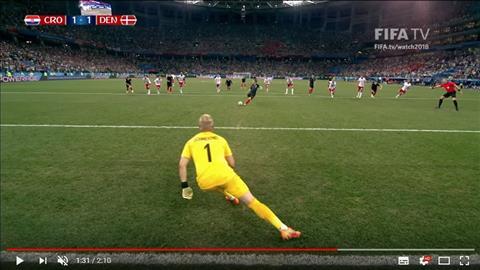 Thu thanh Kasper Schmeichel pham luat ve vi tri trong pha can pha phat den cua Luka Modric o hiep phu tran Croatia vs Dan Mach.
