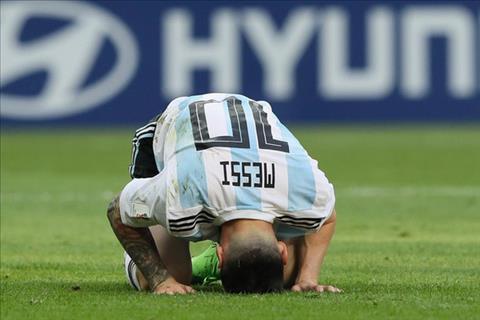 Messi sụp đổ sau thất bại ở Copa America 2016