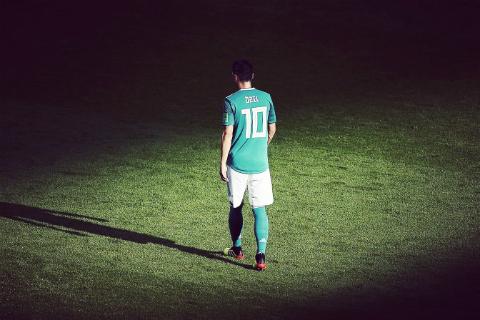 Tam thu cua Mesut Ozil: Giot nuoc tran ly