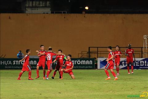 Binh Duong choi tot hon khi da co luc dan truoc 3-1 nho cong cua Dinh Hoang Max va To Van Vu (cu dup).