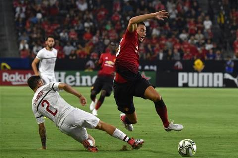 Darmian đòi ra đi, Mourinho đau đầu với hành lang phải hình ảnh