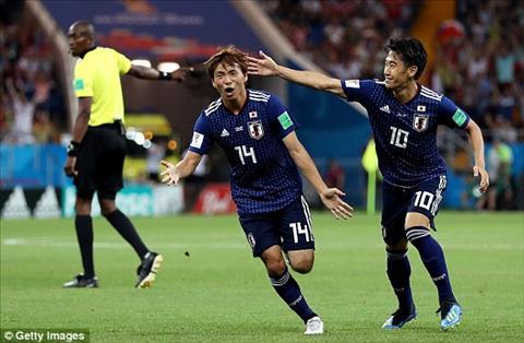 Takashi Inui ghi ban thang nang ti so len 2-0 cho DT Nhat Ban.