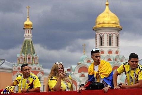 Cổ động viên ĐT Anh kéo đến Moscow trước trận gặp Colombia hình ảnh 8
