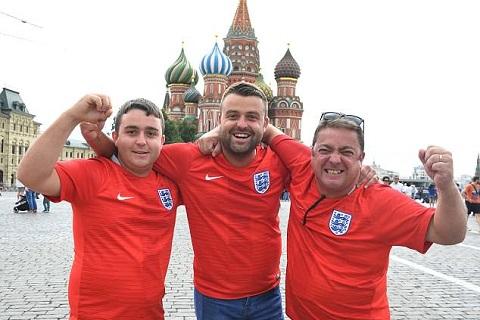 Cổ động viên ĐT Anh kéo đến Moscow trước trận gặp Colombia hình ảnh 3