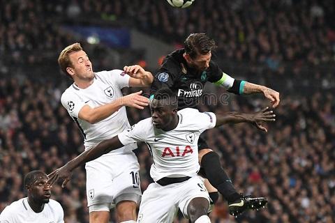 Sanchez va Kane trong mau ao Tottenham