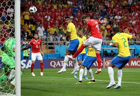 Thuy Si gay an tuong khi cam hoa Brazil trong tran dau tien tai World Cup 2018.