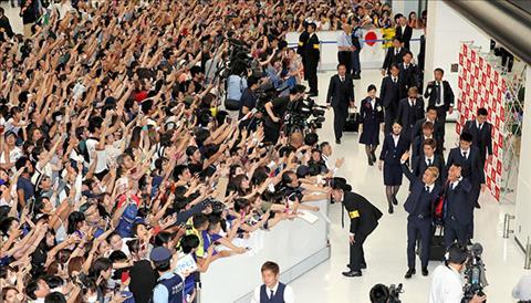 ĐT Nhật Bản được chào đón như những người hùng dù bị loại hình ảnh