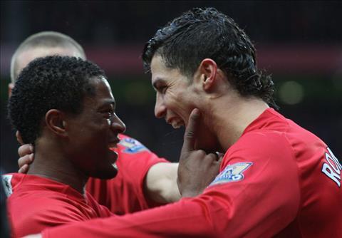 Evra khuyên Ronaldo từ chối MU, gia nhập Juventus hình ảnh