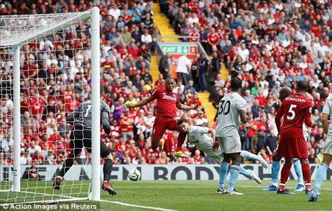 Daniel Sturridge ghi ban an dinh chien thang 4-0 cho Liverpool.