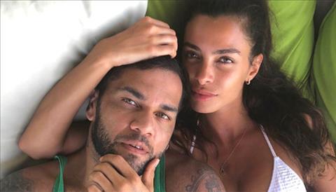 Bồ Dani Alves đáp trả cáo buộc ăn bám bạn trai hình ảnh