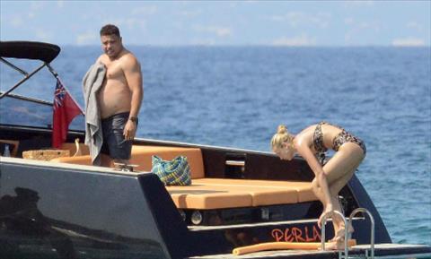 Ronaldo béo nhập viện khi đi nghỉ ở Tây Ban Nha  hình ảnh