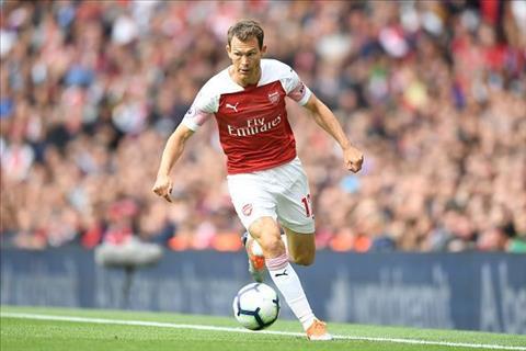 Hậu vệ Lichtsteiner của Arsenal phải đá trái kèo vì khủng hoảng hình ảnh
