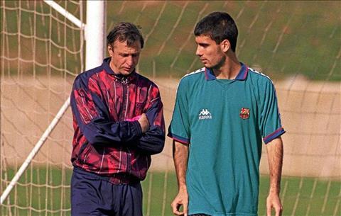 Johan Cruyff dong vai tro rat quan trong giup Guardiola vuot qua kho khan trong thoi gian dau dan dat Barca B.