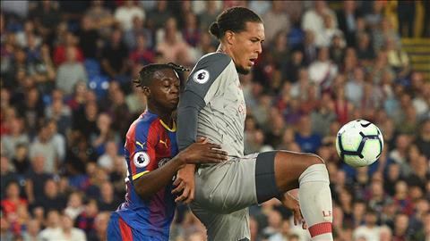 Carragher khen ngợi Van Dijk hết lời sau trận thắng Palace hình ảnh