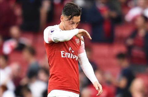 Emery thay Ozil ra som