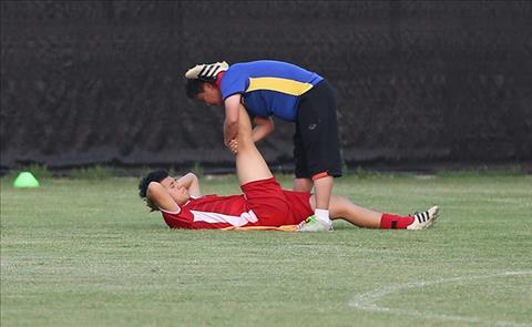 Hai tuyển thủ Việt Nam gặp vấn đề sức khỏe trước thềm AFF Cup  hình ảnh