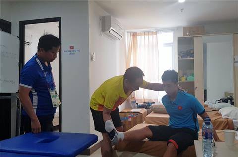 Olympic Việt Nam nhận tin mới nhất về chấn thương của Đình Trọng hình ảnh
