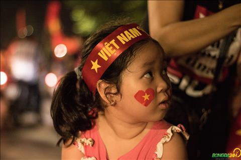 Cac em be cung duoc bo me dua di an mung ngay Olympic Viet Nam lam nen lich su tai ASIAD 2018.