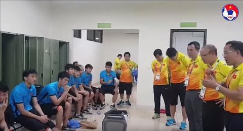Hinh anh xuc dong ve hau truong Olympic Viet Nam sau tran thang Syria
