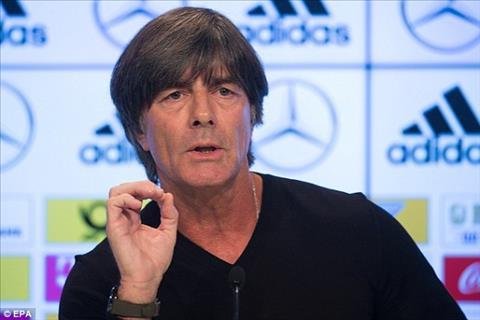 Joachim Low nói gì về việc Ozil từ giã ĐTQG?