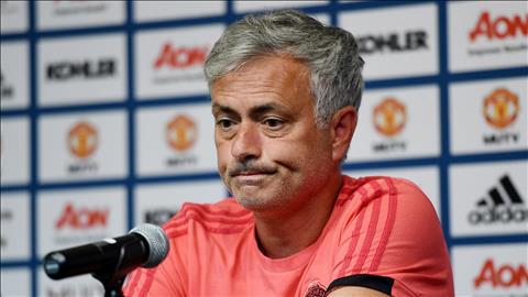 Jose Mourinho cong khai to thai do khong hai long voi cong tac chuyen nhuong cho Ed Woodward dam nhiem.
