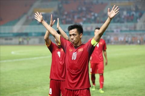 Đội trưởng Văn Quyết thể hiện bản lĩnh sau trận thua Hàn Quốc hình ảnh
