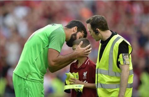 Huyền thoại đặt dấu hỏi về thủ môn Alisson của Liverpool hình ảnh