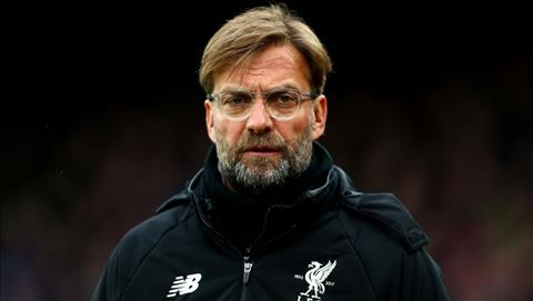 Jurgen Klopp lo lang khi Liverpool khung hoang hang thu truoc tran mo man Premier League 2018-19.