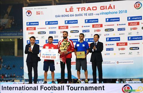 ĐT Olympic Việt Nam vui hết nấc khi nâng cúp, thầy Park lặng lẽ một góc hình ảnh 2