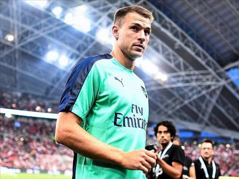 Tiền vệ Aaron Ramsey của Arsenal Đi không được, ở chẳng xong hình ảnh