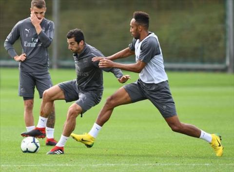 HLV Emery muon Henrikh Mkhitaryan cung Arsenal thi dau truoc Quarabag