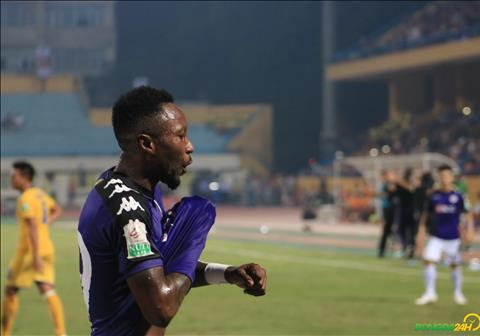 Hoang Vu Samson an mung ban thang an dinh chien thang 2-0, qua do giup Ha Noi vo dich V-League 2018 som 5 vong dau.