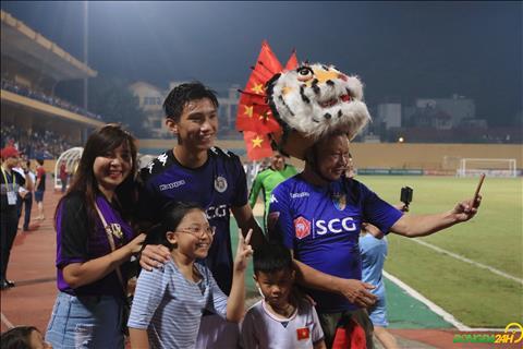 Doan Van Hau cung nhu cac cau thu Olympic Viet Nam nhu Quang Hai, Duc Huy,... nhan duoc nhieu su quan tam tu NHM.