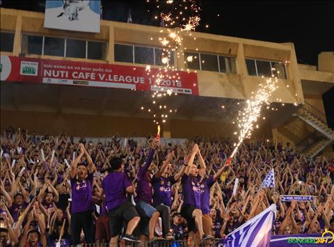 Cac CDV cua Ha Noi FC phan khich an mung theo phong cach Viking cung ca doi.
