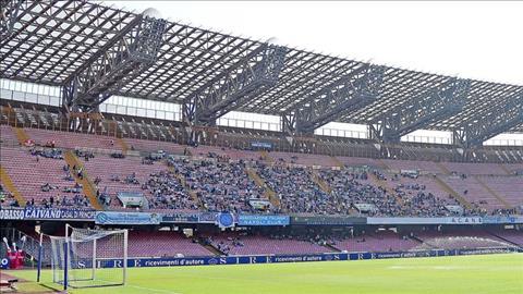 Trận Napoli vs Liverpool không đổi sân hình ảnh