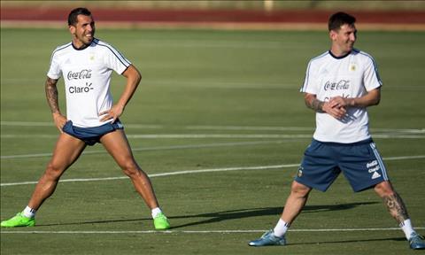 Messi va Tevez tai Argentina