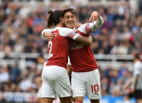 Tiền vệ Ozil ở trận Newcastle vs Arsenal bị chỉ trích dù ghi bàn hình ảnh