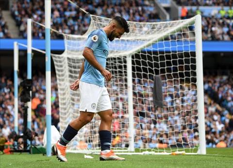 Sergio Aguero chấn thương sau trận thắng Fulham hình ảnh