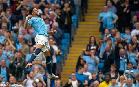 Kyle Walker giup Man City gianh chien thang 2-1