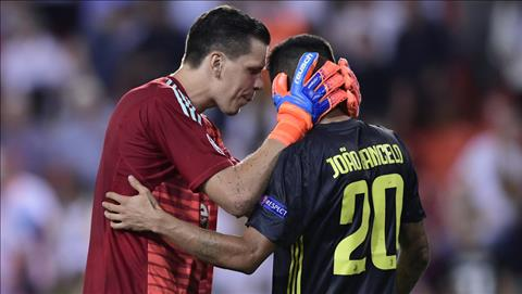 Wojciech Szczesny nói về thẻ đỏ của Ronaldo hình ảnh