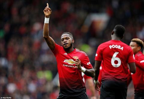 Fred lap dau moc cho Man Utd voi ban thang vao luoi Wolverhampton.