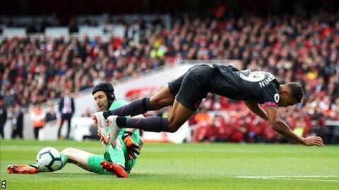 HLV Unai Emery khen ngợi Petr Cech sau chiến thắng trước Everton hình ảnh 2