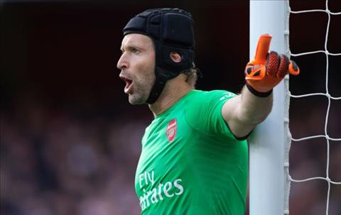 Cech chi trich Wenger, so sanh Arsenal voi Tiger Woods