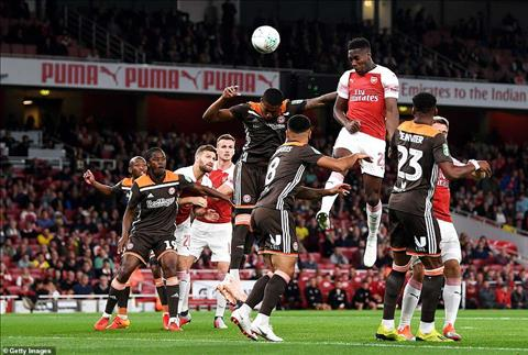 Danny Welbeck tran Arsenal vs Brentford