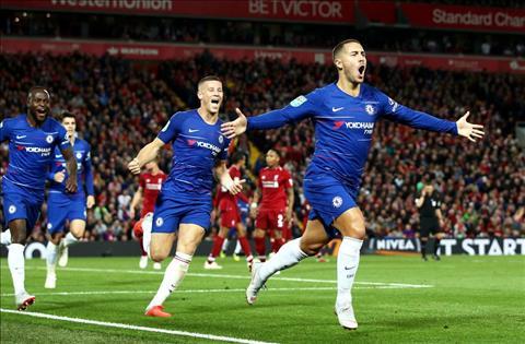 Hazard toa sang tran Liverpool vs Chelsea